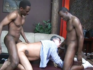 Two black dude fuck an old white man