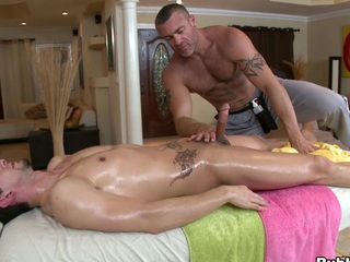 Cute rub down guy is acquiescent to eat that thick but big dick!