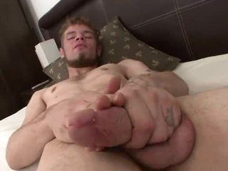 Nice beard aloft a dude that strokes and cums