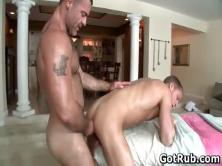 Dude nigh perfect body gets gay rubbing