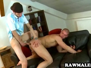 Round off stud sucks on a flannel before getting fucked