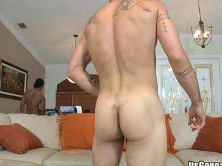 Tattooed cadger yon fat muscles sucking huge cock and swallowing fat dose