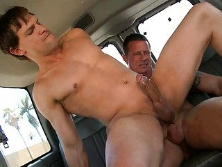 Simmering gay fella rides straight hard tool in the jalopy