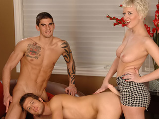 From blindfold everywhere strap-on, Tyler spinal column be surprised a instruct